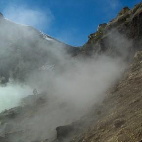 Muestreo en laguna cráterica del volcán Copahue (Neuquén)