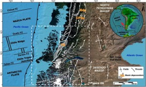 Nuevas restricciones en el levantamiento neógeno de los Andes Patagónicos centrales a la latitud del punto triple de Chile (45-47 ° S) basadas en geocronología U/Pb de estratos sinorogénicos