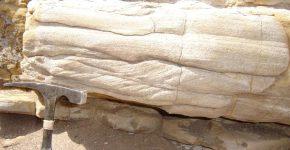 Estratificación entrecruzada tipo climbing y estratificación horizontal.