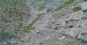 Afloramiento de la Formación Bardas Blancas en el río Potimalal.