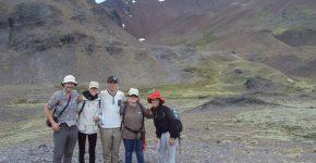 Cerro Rivadavia al oeste de la localidad de Esquel, analizando las secciones del Eoceno.