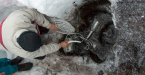 Instalando sismómetros en el volcán Lanin (Neuquén)