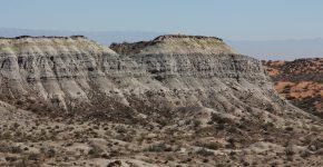 Vista general de los niveles fluvio-lacustres de la Fm. Chañares (Triásico Medio, Cuenca del Bermejo)
