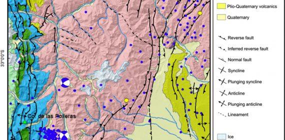 Mapa geológico de la región con la ubicación de los epicentros.
